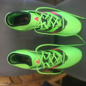 Addidas size 11 1/2 men's soccer cleats