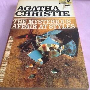 Paperback: The Mysterious Affair at Styles - Agatha Christie