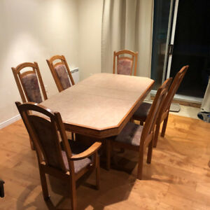 Table de cuisine avec 6 chaises / Kitchen table with 6 chairs
