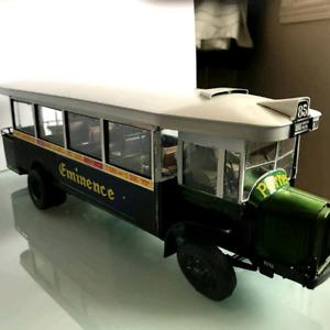 Modele reduit plastique. Replica bus parisien 1950.