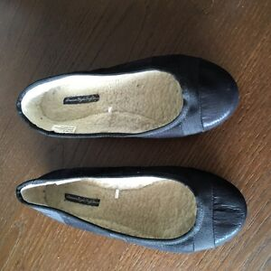 American Eagle Slipper Style Pair of Shoes