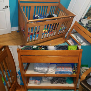 EUC 3 in 1 crib and change table
