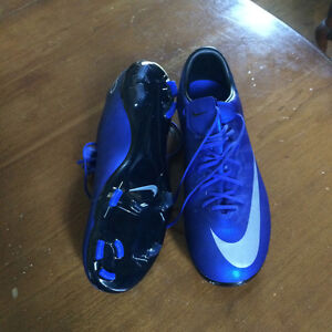 CR7 Soccer Cleats, Boys size 5, worn once