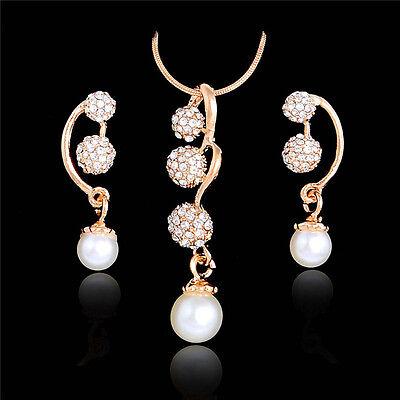 Schmuckset Ohrringe und Halskette mit Anhänger. Perlen und Strass. Goldüberzogen