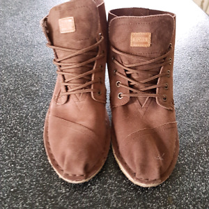 Never worn Toms boots!!