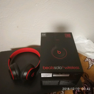 beats red and black Solo3 wireless
