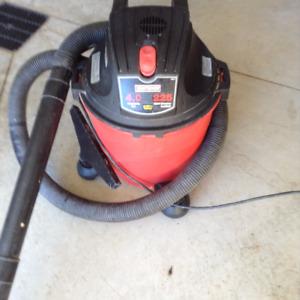 Craftman 4HP/32 litre shop vaccum