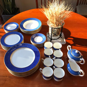 FINE DINNERWARE IN BLUE AND GOLD