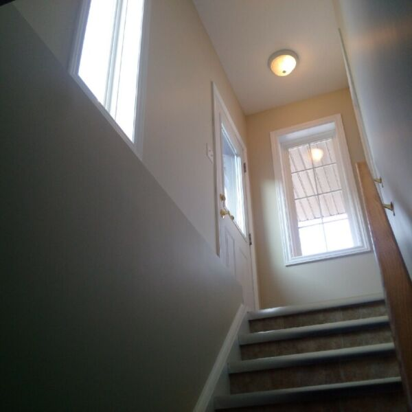 Beautiful Bright Registered 2 Bdrm Basement Apartment For
