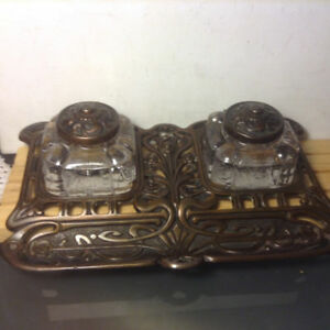 ANTIQUE BRASS ORNATE DOUBLE INKWELL / INKSTAND GLASS