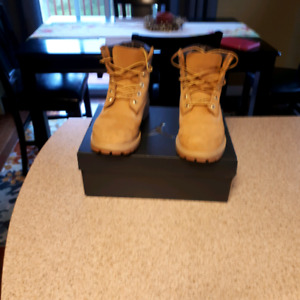 FOR SALE BOY'S BOOTS SIZE 5.5