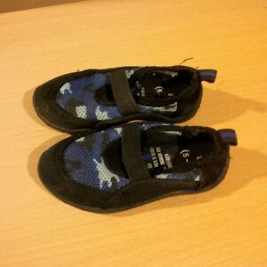Water shoes - size 5/6