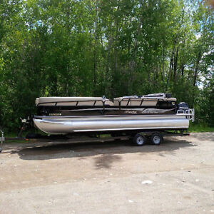 2012 Bentley Pontoon Boat