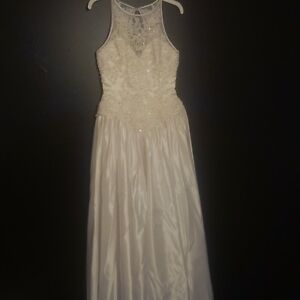 REDUCED PRICE Wedding Dress & Vail for Sale - Size 7/8