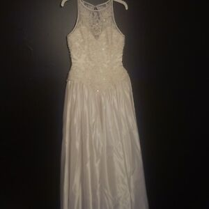 Reduced Wedding Dress & Vail for Sale - Size 7/8