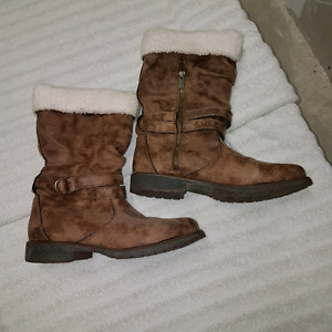 Size 10 Roxy boots