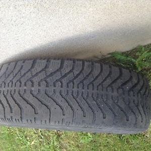 4 pneus hiver avec rim à vendre