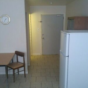 Bachelor Room In Garson Available Now