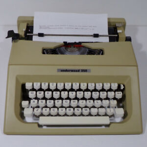 Dactylo Underwood 250 Typewriter portative  Sac transport Nice!