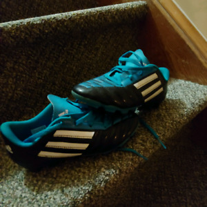 Kid's Soccer Shoes