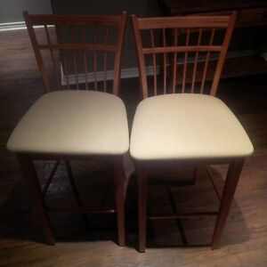 "31"" (pub height) bar stools for sale- like new!"