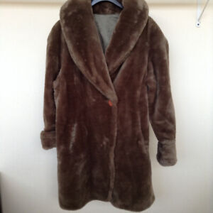 Stay Warm! Reversible 2-in-1 Faux Fur Coat – Medium – Almost New