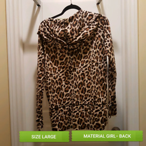 WOMENS CLOTHING.. ALL FIT LIKE SMALL/MED.