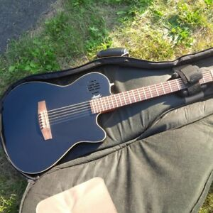 GODIN Sa6 with extra padded gig bag