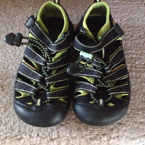 Keen Sandals Kids Size 11 boys / girls / unisex like new cond