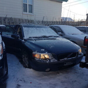 2002 Volvo S60 AWD 194 000 KM (To fix or for parts)