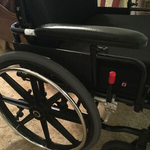 Wheelchair Extra clean . Barely used. Kitchener / Waterloo Kitchener Area image 2