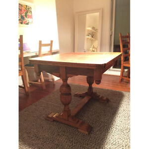 Charming Oak Farmhouse Dining Table