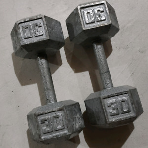 Various weights. Dumbells and kettlebells