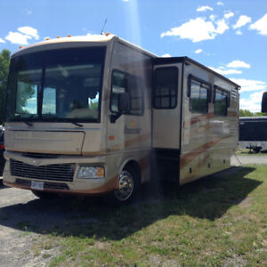 35 ft. Fleetwood Bounder Motor Home
