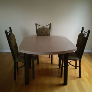 Dinette Set w/Chairs