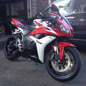 2009 HONDA CBR 600RR| NO ABS| CERTIFIED.