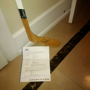 Take 30% off Iginla Signed Ltd Hockey Stick + COA or Bobblehead