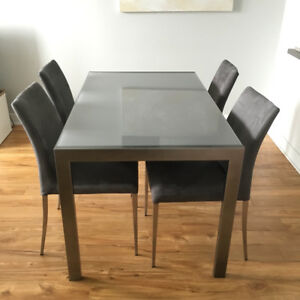 Table en vitre + 4 chaises / Glass table + 4 chairs