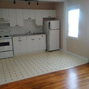 NOW ONLY $775==INNER CITY  HEART OF ALTADORE==SUPERB  LOCATION