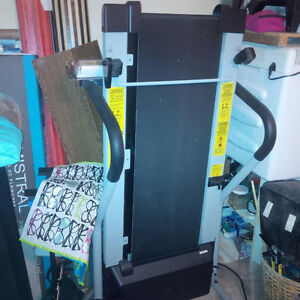 Foldable, Electric Treadmill In Good Condition Kitchener / Waterloo Kitchener Area image 4