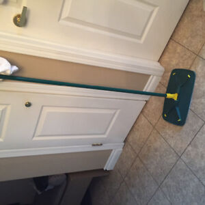 Mop and handle for cleaning wood floors