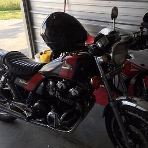 Beautiful custom painted 1982 Honda CB750