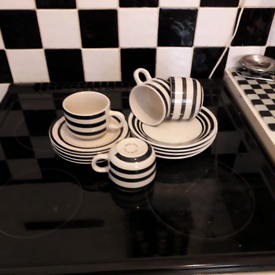 Black and white tea set for 4