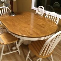 Solid Oak Pedestal Dining Table & Chairs
