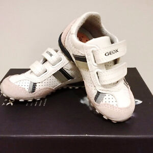 Geox Beige Suede Baby Toddler Soes size 6.5