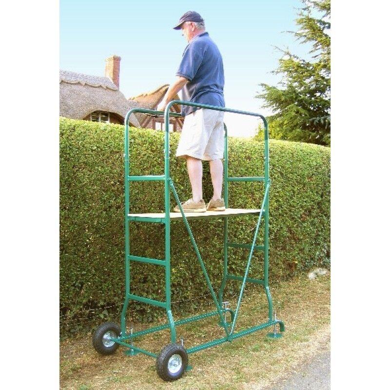 Gardena Mobile Hedge Cutting Platform In Lichfield
