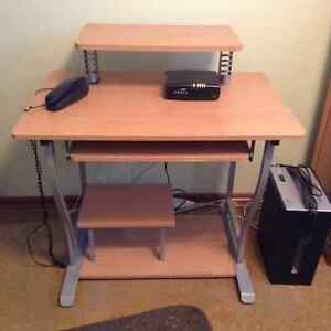 Computer desk in good condition