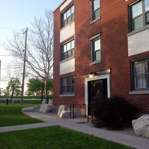 2 BR Apt Suite Ottawa @ Expressway Kitchener, U of W, WLU