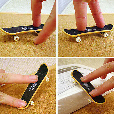 2PCS Mini Finger Board Skateboard Novelty Kids Boys Girls Toy Gift for Party LW