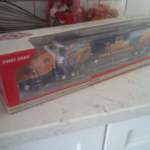 Schneiders Die-Cast Tractor-Trailer, 1:64 Scale Juicy Jumbos